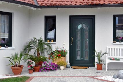 Türen aus Kunststoff oder Holz zum fairen Preis
